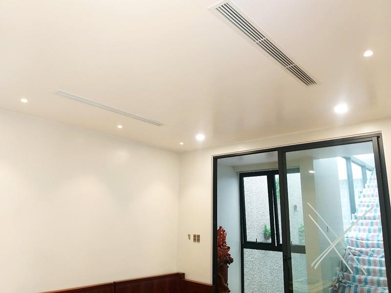 Hệ thống điều hòa cho phòng khách được trang bị âm trần nối ống gió sang trọng