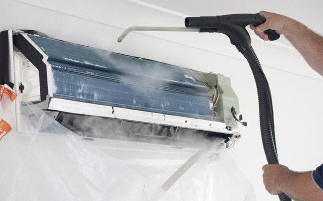 Thường xuyên vệ sinh điều hòa giúp tiết kiệm điện năng tiêu thụ.